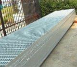Galvanizado o llana reja soldada plataforma serrada del acero