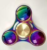 Personnaliser soulagent le gyroscope de main en métal de triangle de jouet de cadeau d'arc-en-ciel de tension
