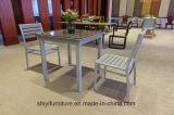 신선한 디저트 작은 정연한 테이블 간단한 차 상점 의자