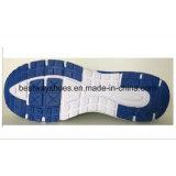 A sapatilha da tela de engranzamento das sapatas dos homens ostenta a sapata ocasional da sapata