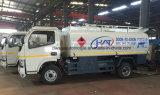 Le camion 5000L de réservoir de stockage de pétrole de Dongfeng 4*2 réapprovisionnent en combustible le camion-citerne aspirateur pour l'exportation
