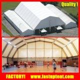 La grande tente d'entrepôt avec l'aluminium lambrisse le mur pour la mémoire
