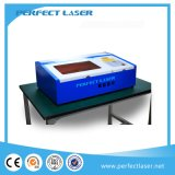Mini macchina per incidere del laser della penna di legno calda da tavolino di vendita