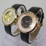 Montre-bracelet de l'alliage des plus défunts femmes de mode de vente en gros