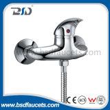 現代真鍮のクロム単一のハンドルは流しのミキサーの洗面器のコックを叩く