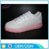De Schoenen van de Tennisschoenen van het Leer van Pu met de LEIDENE Volwassene van Lichten