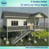 Design moderno Steel House Built per Living