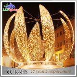 休日の光る屋外の多彩なクリスマスの装飾ストリングライト