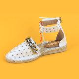 Madame blanche Espadrille Flats Sandals d'espadrilles d'Ankel Strape Studed de femmes