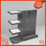 Dispositif en bois d'étalage d'étage de vêtements avec la bride de fixation en métal