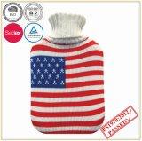 Bottiglia di acqua calda con il coperchio lavorato a maglia disegno della bandierina