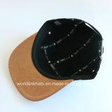 5 tampões feitos sob encomenda do Snapback da camurça do painel com seu logotipo de couro da correção de programa
