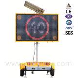 屋外の可変的なメッセージの印はLED表示、太陽動力を与えられた交通標識に乗る