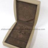 De houten Gift die van de Vertoning van Juwelen Vastgestelde Doos verpakken
