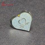 Divisa en forma de corazón Glittery al por mayor modificada para requisitos particulares del Pin de la solapa