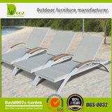 Lounger/Daybed esterni della presidenza di spiaggia della mobilia del rattan Sunbed/Sun