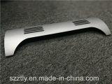 Kundenspezifischer Matt anodisierte silberner Aluminiumstrangpresßling maschinell bearbeitete Teile
