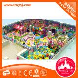 Cour de jeu d'intérieur de labyrinthe de grand d'escompte château vilain d'enfants