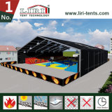Grande tenda di colore nero per il centro sportivo provvisorio