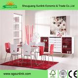 Hölzerne Möbel mit Stahlbescheidenheit