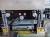 자동 접착성 라벨 종이가 이동할 수 있는 테이프 필름에 의하여, 정지한다 절단기를 구른다