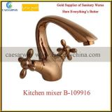 Faucet кухни изделий золотистой перекрестной ручки Rose санитарный