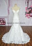 Die meiste herrliche Nixe, welche die Brautpartei glättet formales Kleid Wedding ist
