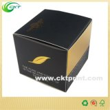 يبيع منتوجات صغيرة ورقيّة يعبّئ صندوق لأنّ عمليّة بيع ([كت-كب-327])