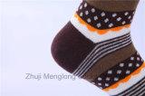 Die Mann-Kleid-Socken, die von den feinen Baumwollkundenspezifischen Entwürfen gebildet werden, sind- willkommen