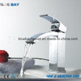En laiton d'articles sanitaires Nice choisissent le mélangeur de bassin de cascade à écriture ligne par ligne de traitement