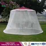 A tela da tabela do guarda-chuva mantem mosquitos dos insetos para fora