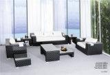 標準的な屋内および屋外の大きいPEの藤の柳細工のソファーセット
