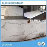 Parti superiori di marmo artificiali bianche del banco della cucina della pietra del quarzo di Calacatta