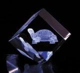 Cubo cristalino con el grabado del laser 3D