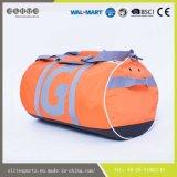 容易流行の方法円形のダッフルバッグを運びなさい