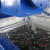 Escamas plásticas del desecho de la botella del animal doméstico que reciclan la línea que se lava