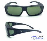 La manera del diseñador polarizó ajuste sobre las gafas de sol para los hombres