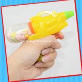 キャンデーが付いている小さい水銃のおもちゃ
