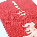 Rotes enthaltenes Papiergeld als Geschenk für Brithday