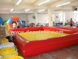 赤くおよび黄色の膨脹可能な水プールのプール