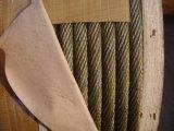 少しの電流を通された鋼線ロープ19X7金黄色いグリース