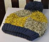 Estilo coreano colorido da pena que faz malha o chapéu feito malha