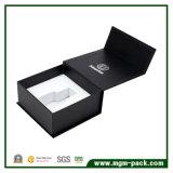Relativos à promoção por atacado projetam a caixa de presente de papel do perfume