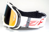 クリアランスによってはOuttriggerのモトクロスのヘルメットの互換性のあるゴーグルが転がり落ちる