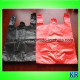 Plastikshirt-Beutel führen Beutel durch