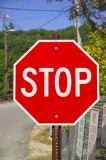 ポストはトラフィックのアルミニウムRefelective停止安全カスタム道路標識を取付けた