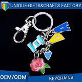 Выдвиженческое изготовленный на заказ уникально письмо Keychain с миниым туристом очаровывает память