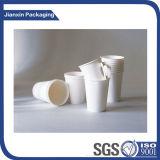 プラスチックカバーふたが付いている使い捨て可能なロゴの紙コップ