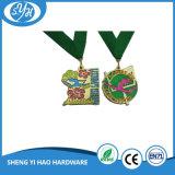 La pressofusione che incide le medaglie molli del metallo dello smalto