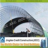 Costruzione della struttura d'acciaio della cupola dei teatri degli stadi della stazione ferroviaria